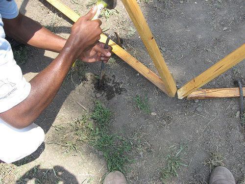 Можно ли забивать арматуру в землю при заливке фундамента. Как забить арматуру в землю