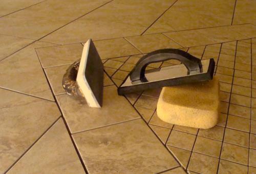 Как фуговать плитку на пол. Что нужно для фугования плитки