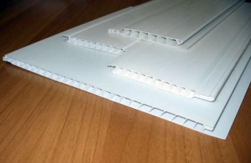 Укладка панелей ПВХ на потолок. Что нужно учесть при подготовке