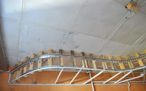 Установка многоуровневых натяжных потолков. Выбор комплектующих