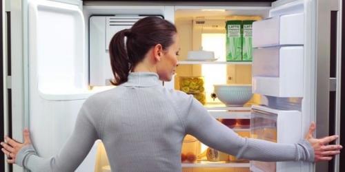 Как убрать запах из холодильника с помощью чая. Как убрать запах из холодильника