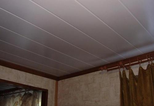 Как обшить потолок панелями ПВХ. Отделка потолка пластиковыми панелями своими руками: излагаем вопрос