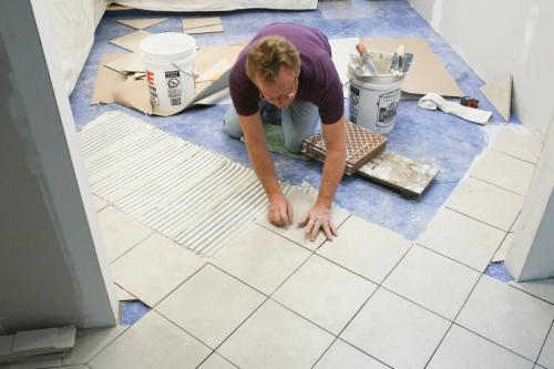 Плитку на стену положить. Этапы укладки керамической плитки в ванной комнате