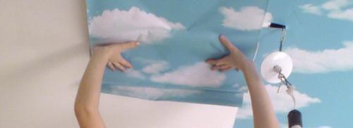 Как правильно клеить обои виниловые на потолок. Расчёт нужного количества обоев на потолок
