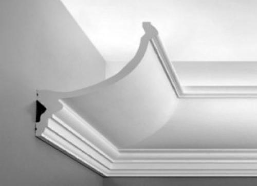 Плинтус потолочный, какой стороной клеить. Как приклеить потолочный плинтус на обои – пошаговая инструкция