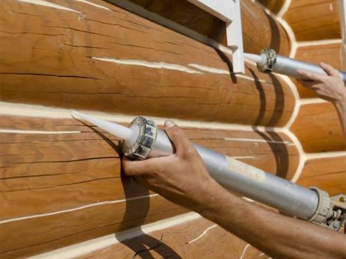Замазка для швов сруба. Как заделать щели при помощи герметика