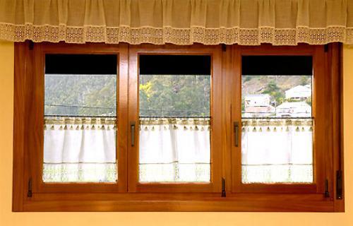 Пластиковые окна или деревянные, что лучше. Какими свойствами обладают деревянные окна