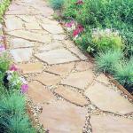 Садовая дорожка из каменных плит своими руками.