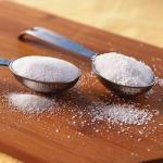Сахар и соль на огороде.