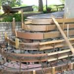 Полезные советы - как правильно бетонировать крыльцо с радиусными ступенями.