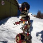 Сделал тяжеленный светильник в виде робота, из хлама.