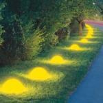 """Для создания эффекта """"Светящихся Камней"""" возьмите люминесцентную краску."""