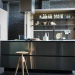 Достоинства открытых полок на кухне: