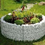 Габионы.  В последние годы габионы становятся полноценными элементами при благоустройстве садовых и коттеджных участков.