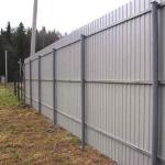 Всем привет!  Нужно сделать забор из профнастила на болотистом участке.