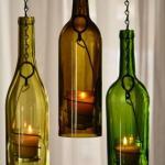 Подсвечники из стеклянных бутылок - свежее решение для придания особой атмосферы уюта.