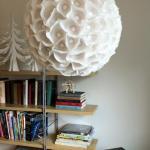 Люстра - шар.   Один из самый простых и популярных способов изготовления люстры - использование воздушного шарика.