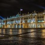 А вы знаете, что зимний дворец несколько раз менял свою расцветку?