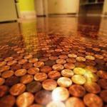 Пол из монет.