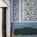 Интересный орнамент на стенах с легкостью преобразит интерьер, сделав его более живым и интересным.
