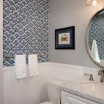 Говоря об отделке ванной комнаты, мы обычно подразумеваем плитку, керамогранит, даже краску, но никогда - обои.
