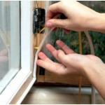 Как заделать щели в окнах самостоятельно?
