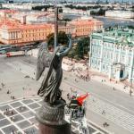 Фото дня: на александровской колонне помыли ангела.