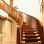 Деревянные лестницы из массива.